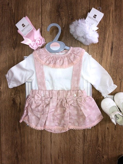 Bows and Lace Outfit